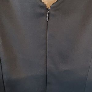 Ellen Tracy Dresses - Ellen Tracy Navy v-neck shift with optional belt